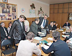 Коммунисты покидают зал заседания