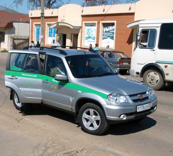 На двух автомобилях Шевроле Нива в 11 часов дня 29 апреля проверяющие прибыли в наш город