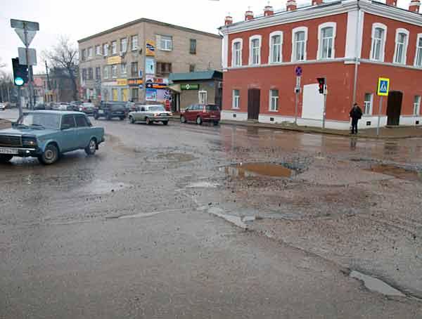 Главный перекресток у Администрации г.Кимры и краеведческого музея