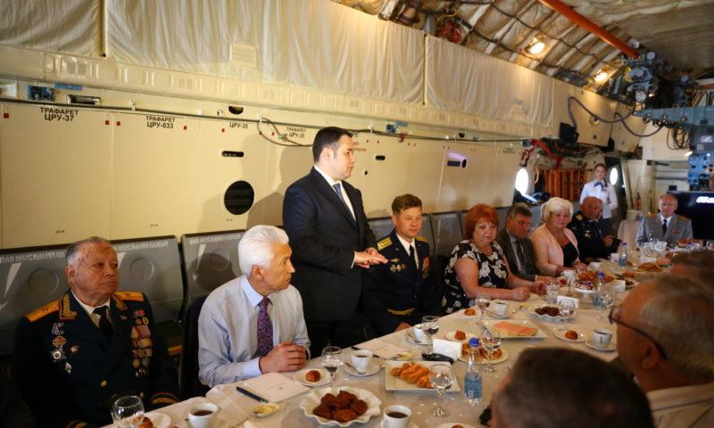На борту ИЛ-76 — разговор о военно-патриотическом воспитании
