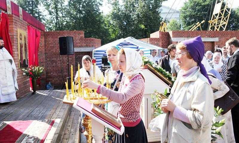 Христиане отмечают престольный праздник возрождаемой святыни