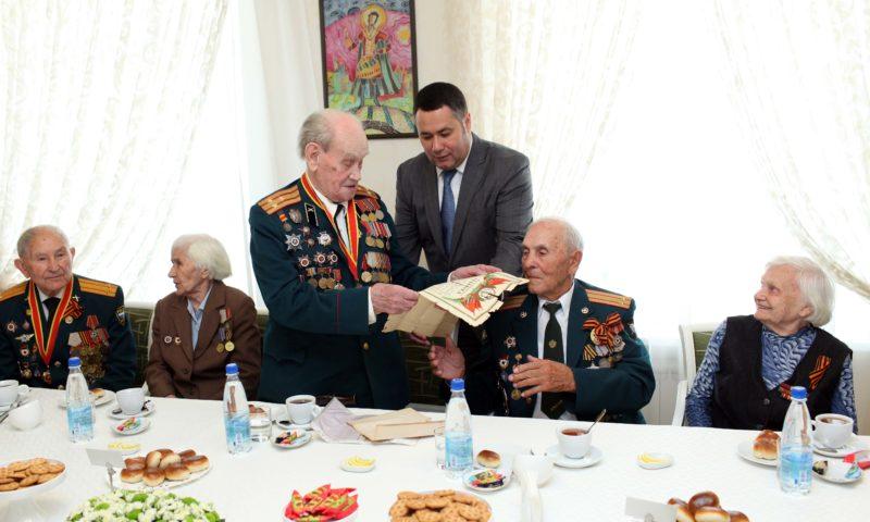 Встретился с ветеранами Курской битвы Игорь Руденя