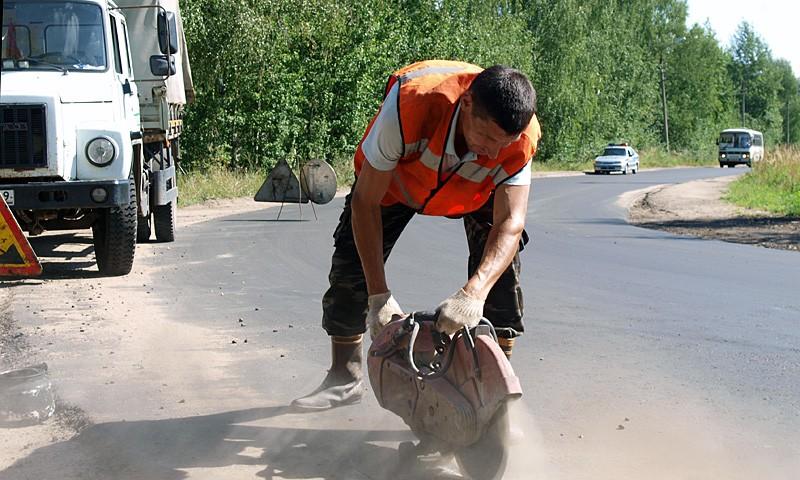 Вырезка пробы асфальта на Борковском шоссе в районе Медсанчасти