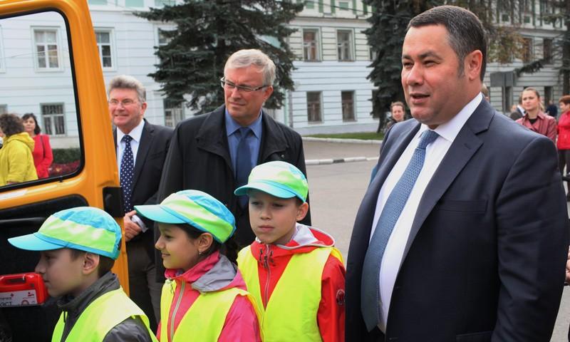 Новые машины «скорой помощи» и школьные автобусы получила Тверская область