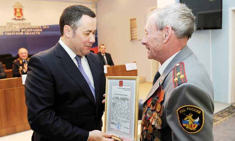 Вручил награды сотрудникам органов внутренних дел губернатор Тверской области