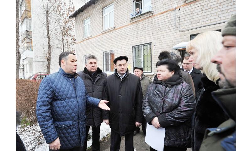 Побывал в тверских домах, где занижены параметры теплоснабжения губернатор Игорь Руденя