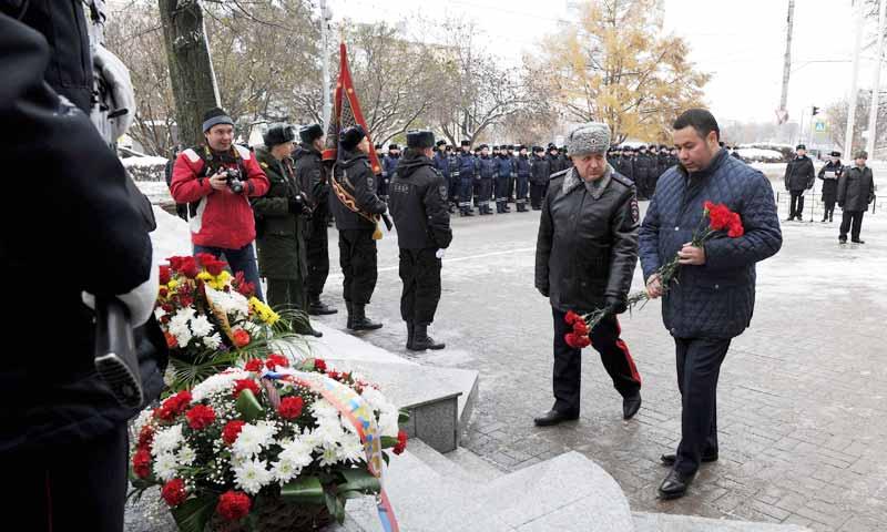 Почтили память сотрудников органов внутренних дел, погибших при исполнении служебного долга в Твери