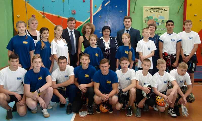 Первый школьный скалодром открыли в Кимрах при поддержке сенатора Андрея Епишина