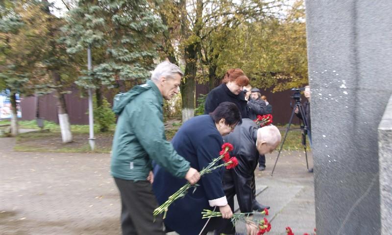 Цветы к памятнику А.Н. Туполеву 2017