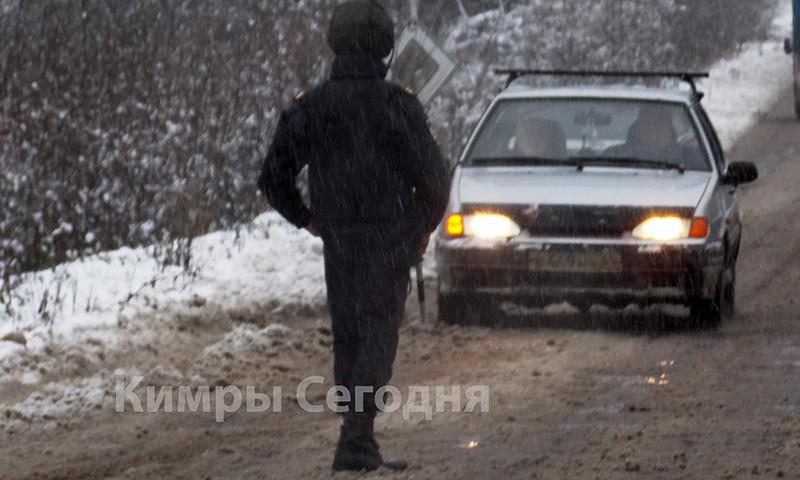 В Кимрах неизвестные обстреляли полицейскую машину