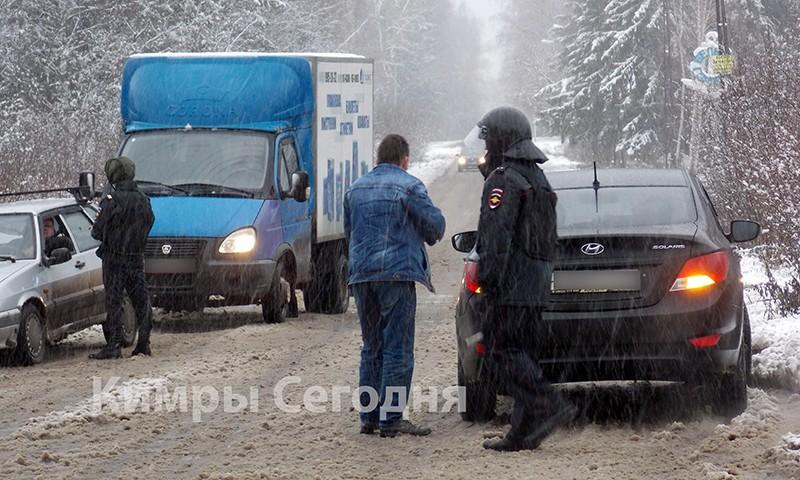 В городе Кимры стреляли в полицейский автомобиль