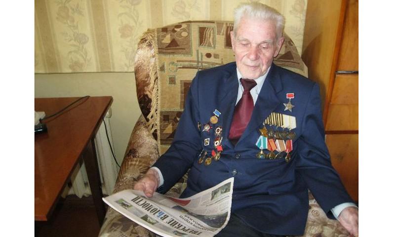 Игорь Руденя поздравил участника Великой Отечественной войны Ивана Андреевича Рулёва с Днем Героев Отечества