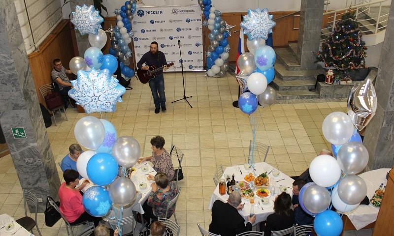 Энергетики Тверьэнерго поздравили ветеранов отрасли с профессиональным праздником