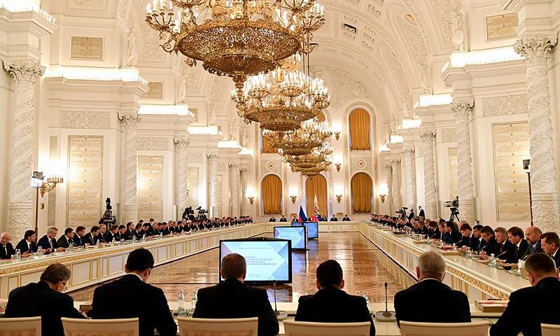 «Все обязательства, взятые в рамках соглашений о реструктуризации, должны выполняться в полном объёме. Будем рассматривать это как важный показатель эффективности и результативности работы руководства регионов и ведомств», — акцентировал Владимир Путин.