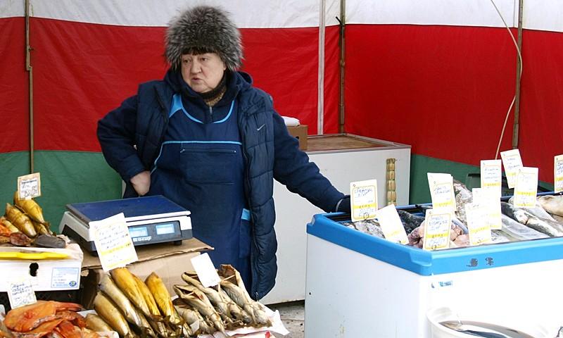 Торговля рыбой на полощади в Кимрах