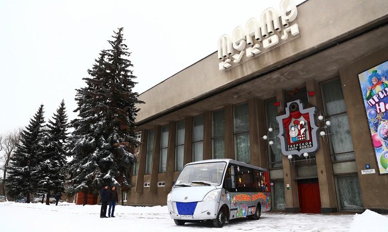 Тверскому театру кукол передан новый гастрольный автобус