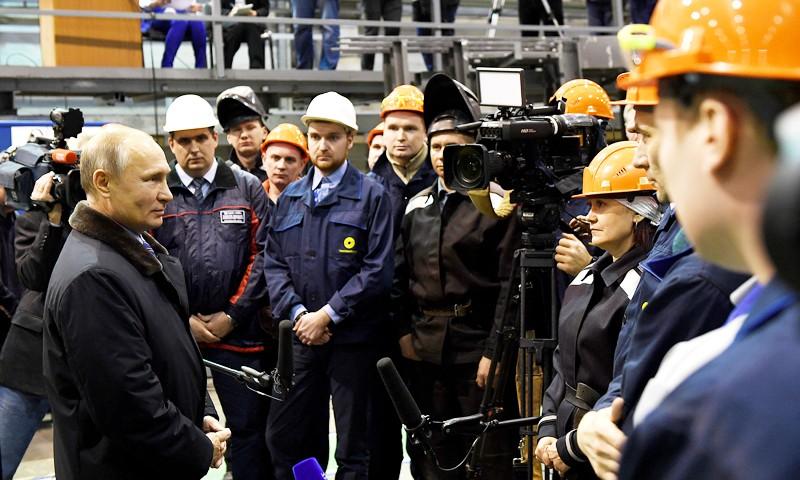 Президент Владимир Путин пообщался с рабочими Тверского вагоностроительного завода