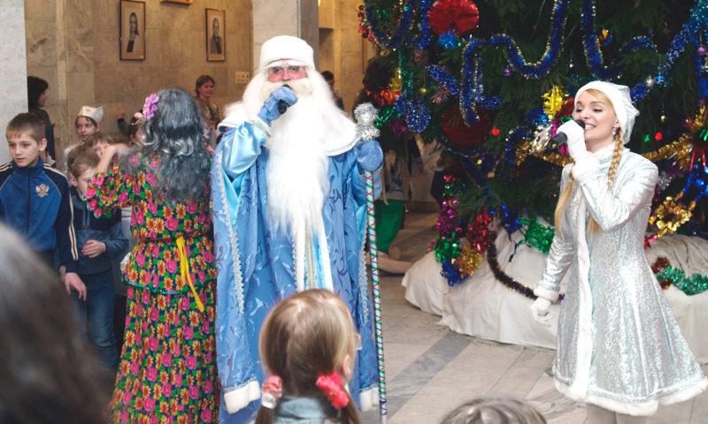 Новогодняя ёлка для детей от сенатора Андрея Епишина в Кимрах