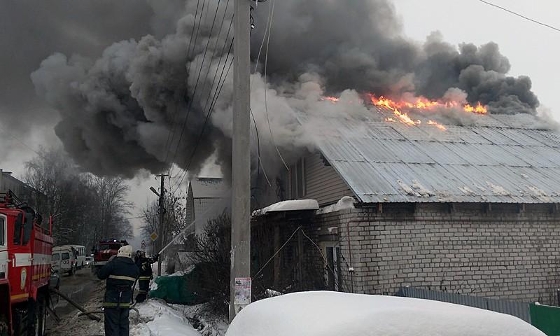 В Кимрах у «Магнита» на Вагжанова горит частный дом