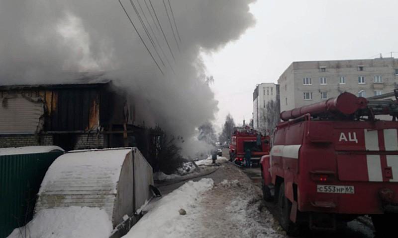 Пожарные в Кимрах тушат дом на ул. Вагжанова д.41