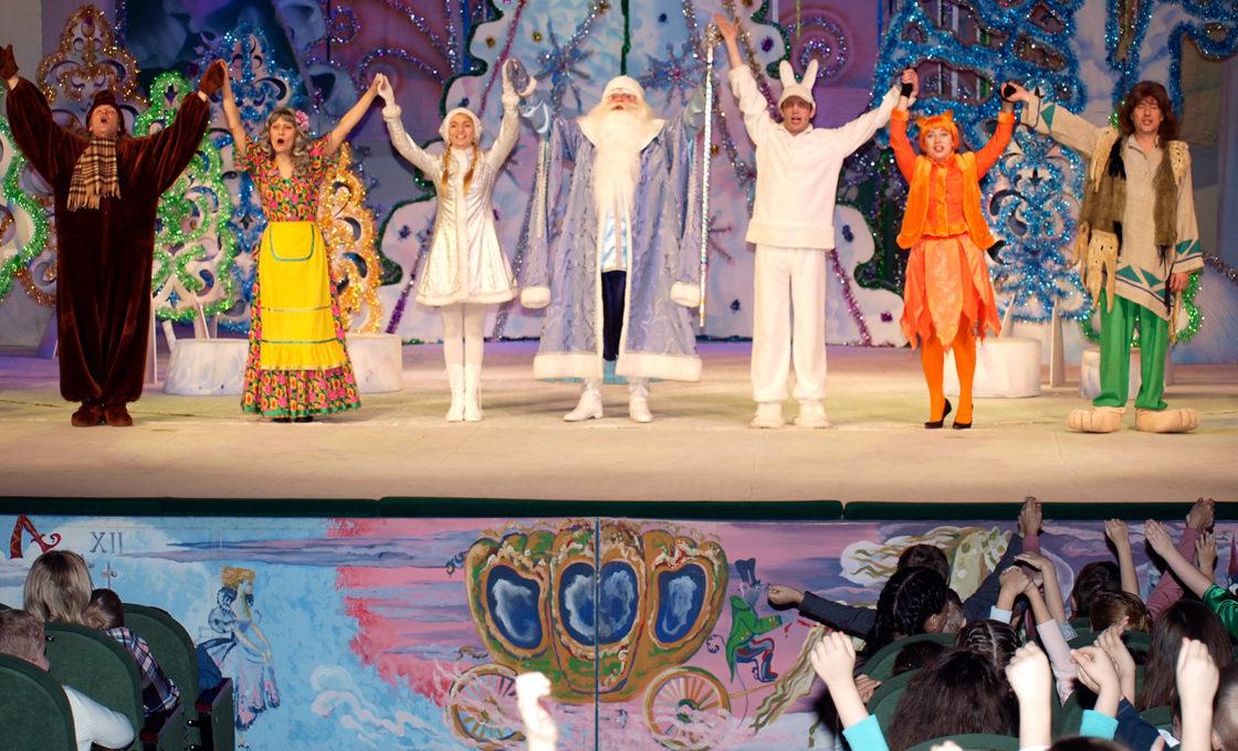 «Новогодние забавы Лешего и Бабы Яги» на сцене театра в г. Кимры