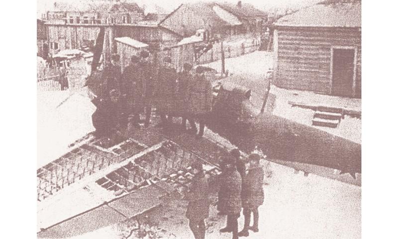Изучение конструкции штурмовика (из архива аэродрома «Борки»)