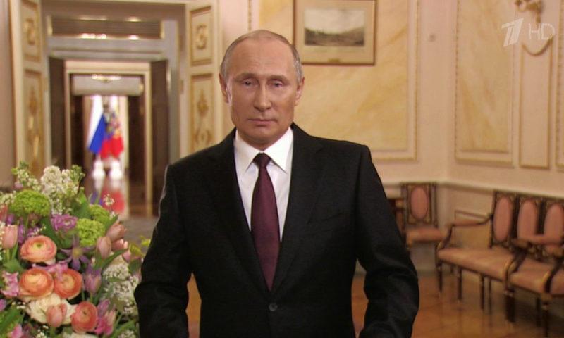 Президент России Владимир Путин поздравил женщин России строками тверского поэта Андрея Дементьева