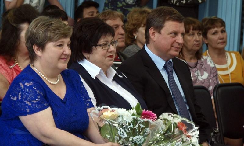 Тверской сенатор Андрей Епишин пожелал кимрским выпускникам не бояться трудностей