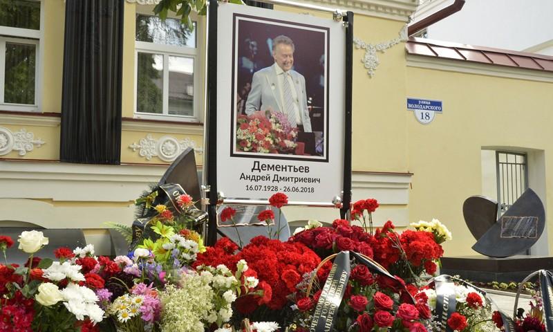 Делегация Тверской области приняла участие в церемонии прощания с Андреем Дементьевым в Москве