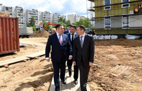 9 июня во время инспекционной поездки по Твери Губернатор Игорь Руденя ознакомился с ходом строительства детской поликлиники в микрорайоне «Южный».