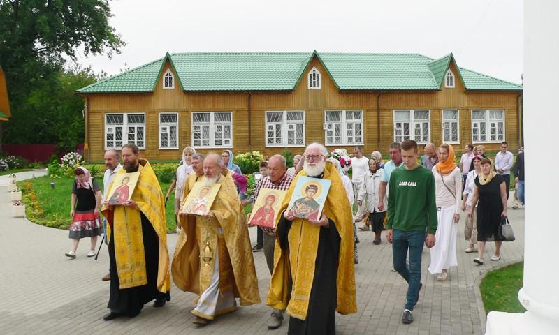 Благотворительным фондом в церковь Вознесения переданы иконы