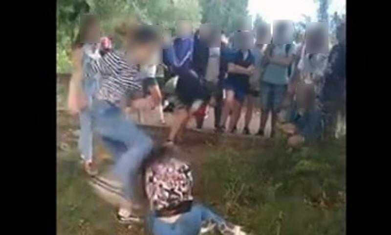 Одна девочка в Кимрах била другую на камеру, теперь у нее шанс есть в камеру сесть