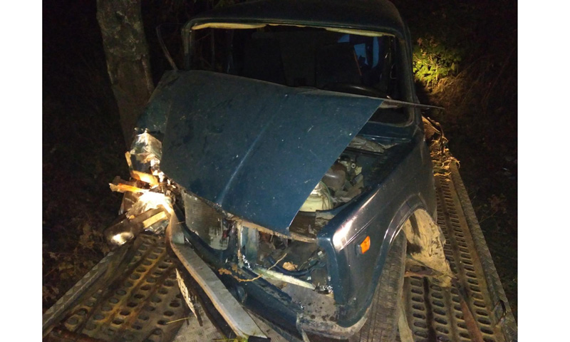 Водитель с признаками алкогольного опьянения врезался в столб