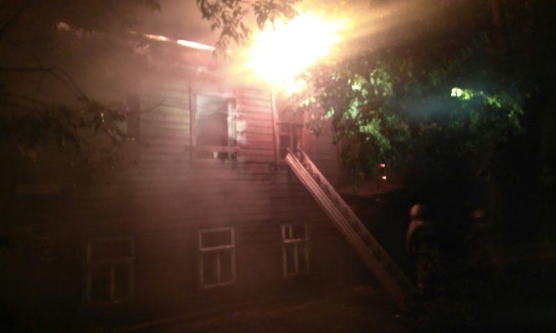 19 сентября пожарные потушили брошенный дом в Кимрах