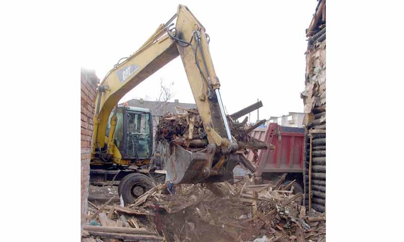 Осталось сломать два ветхих дома