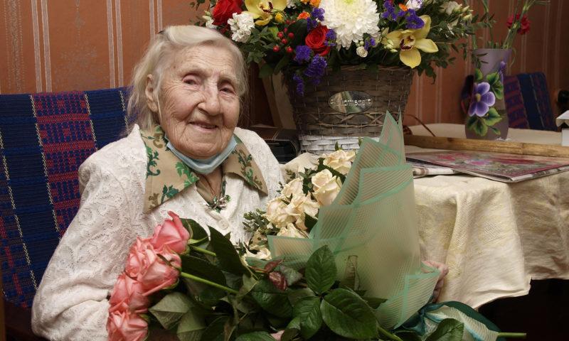 Сегодня поздравления с вековым юбилеем принимает Клавдия Фёдоровна Сенаторова