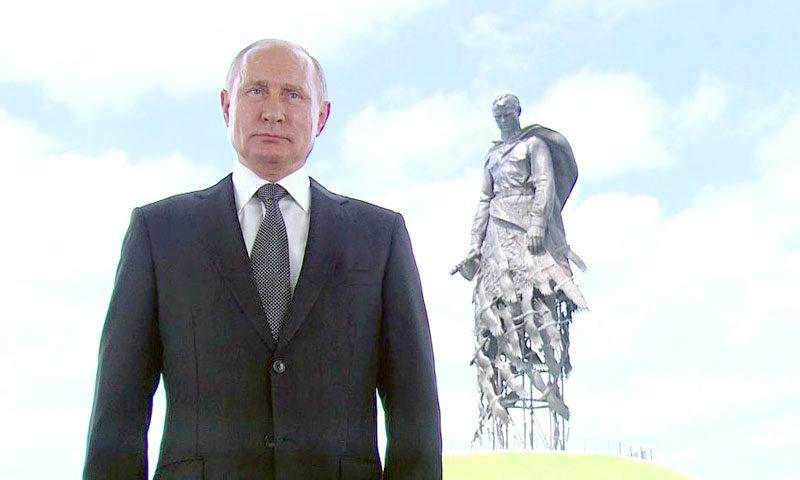 Владимир Путин обратился к гражданам России на фоне Ржевского мемориала Советскому солдату