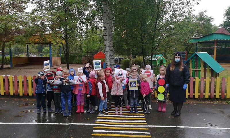 Напоминать о безопасности с детского сада
