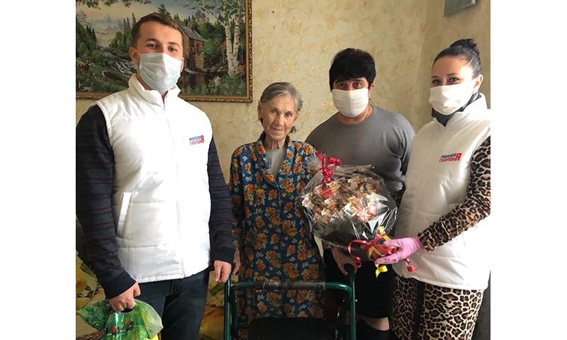 Кимрская «Молодая гвардия» поздравила ветерана