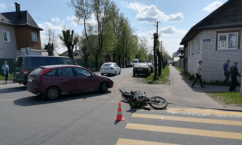 На перекрестке улиц Ленина и Шевченко сбили мотоциклиста
