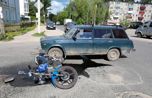На перекрестке сбили мотоциклиста