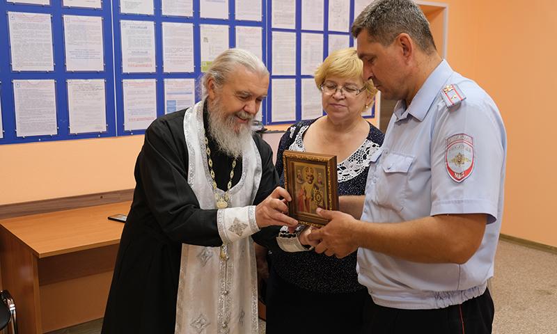 Общественный совет поздравил ГИБДД с новосельем